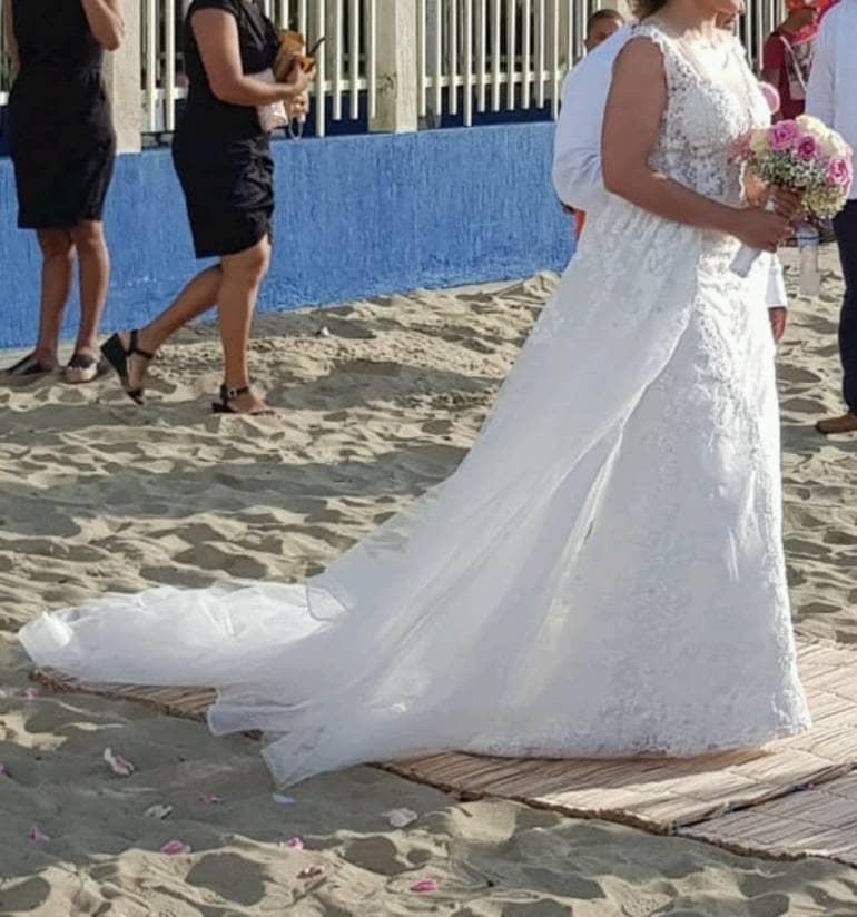 38ed3c02970 Vestido de novia con cola desmontable - GoTrendier - 243660