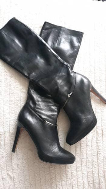 Botas negras de caña media
