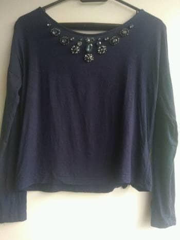 Blusa azul oscuro con pedreria
