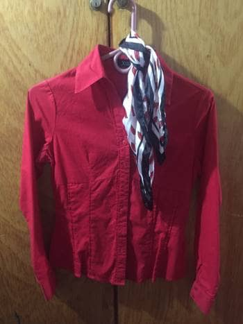 Blusa roja formal
