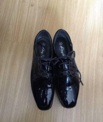 Zapatos negros de charol