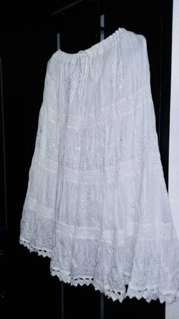 Hermosa falda detalles  brillantes